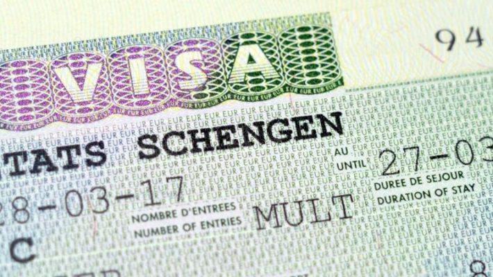 Privatisation des visas : Subir ou Agir ?